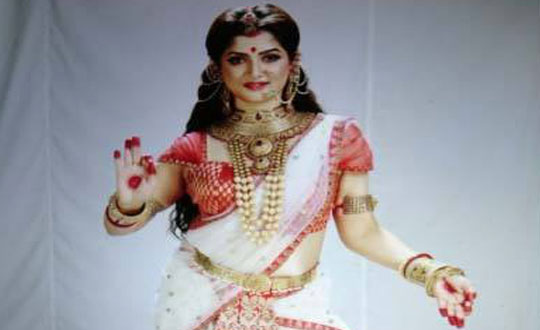মা দুর্গার সাজে শ্রাবন্তী