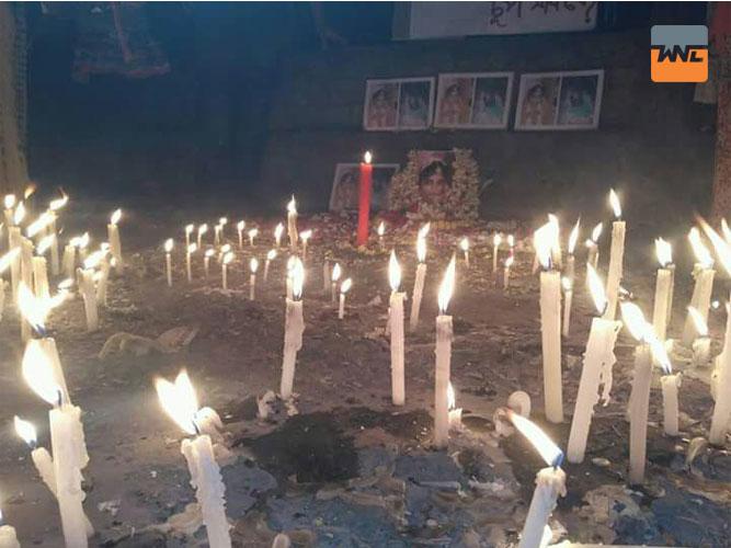 মোমবাতি জ্বালিয়ে প্রতিবাদ দুর্গাপুরে