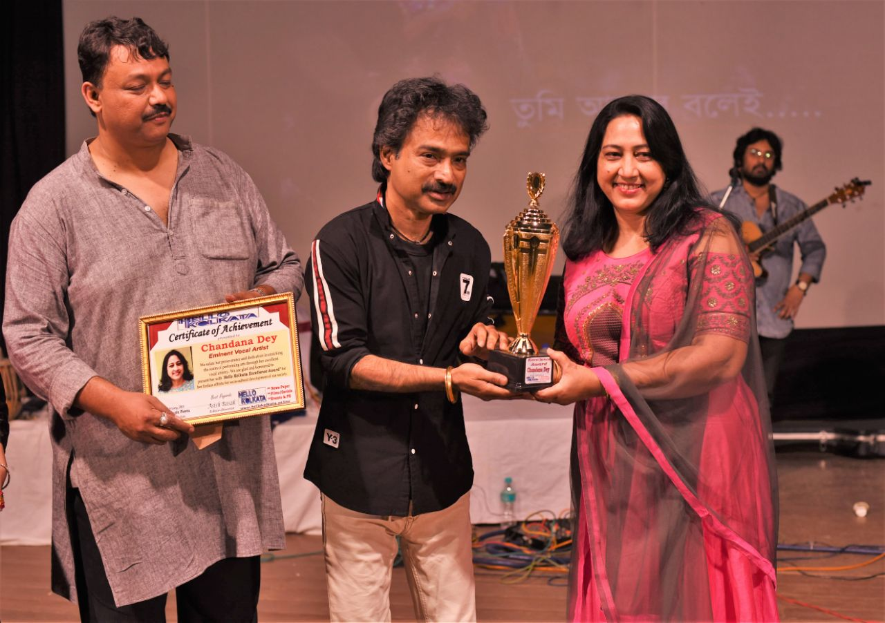 NACHIKETA give 'Hello Kolkata Excellence Award' to eminent vocal artist Chandana