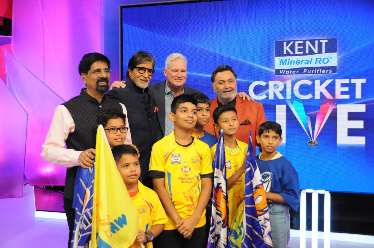 Amitabh Bachchan and Rishi Kapoor have some Fun with Cricket on Kent Cricket Live