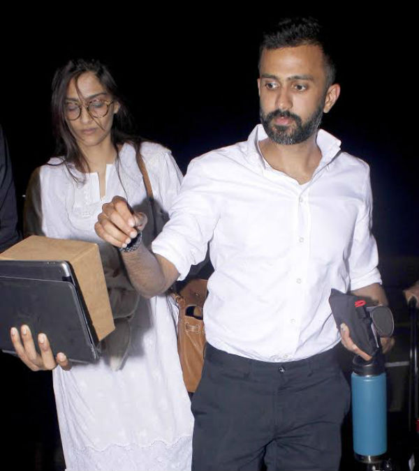 Anand Ahuja will not allow Sonam Kapoor to sleep with her phone post marriage