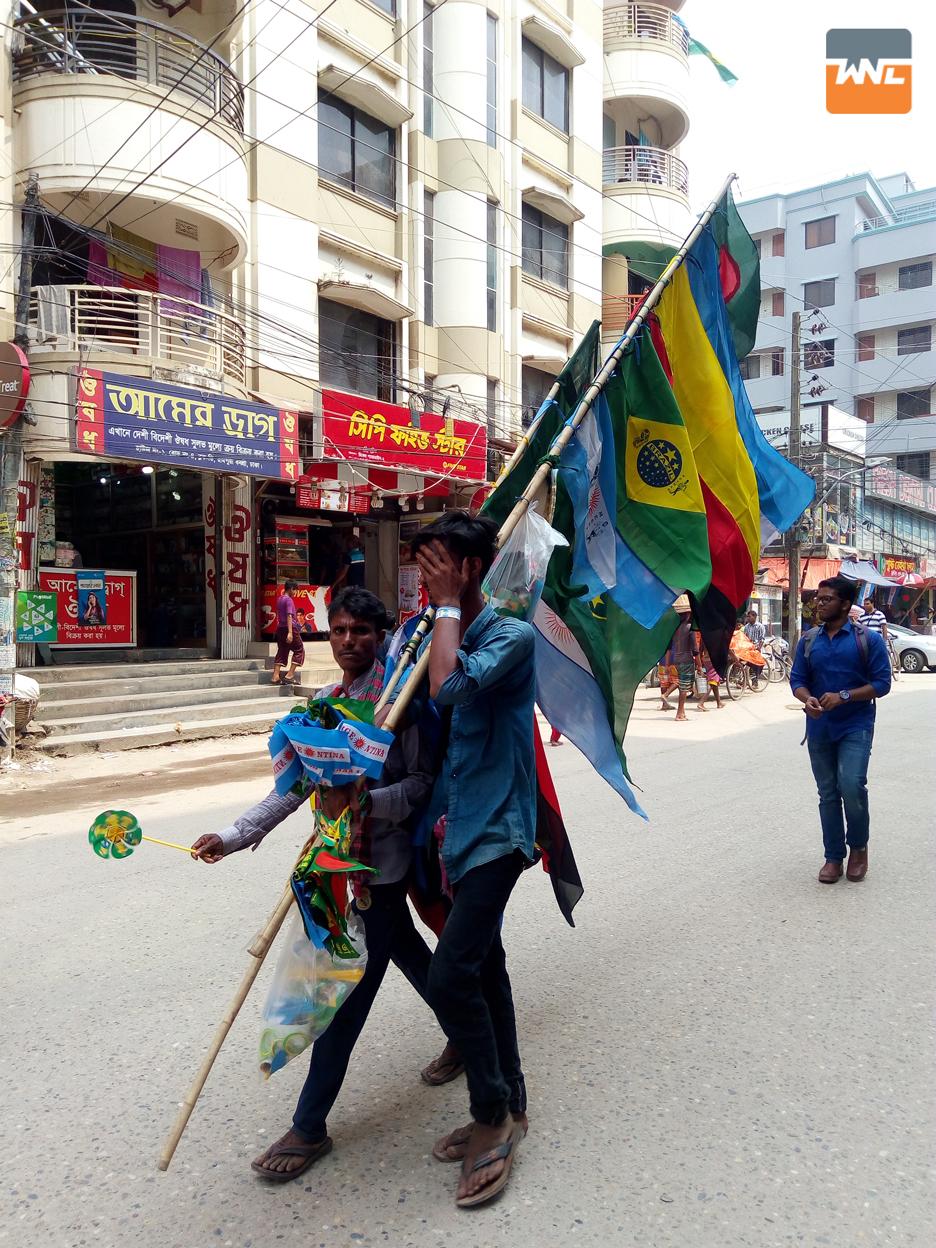 বিশ্বকাপ ফুটবল উপলক্ষে চোখে পড়ার মতো উন্মাদনা বাংলাদেশে
