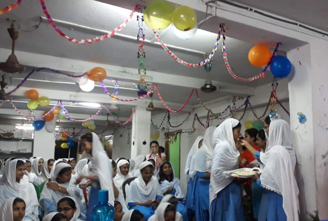 মেদিনীপুর আল আমীন মিশন একাডেমিতে নবীন বরণ উৎসব