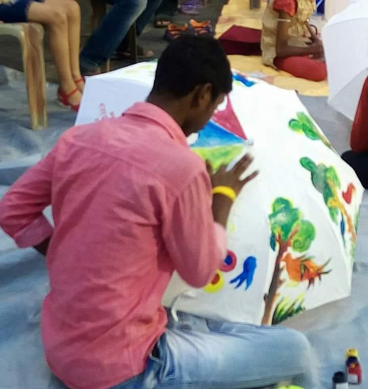 মহানগরের রাস্তায় অভিনব অঙ্কন প্রতিযোগিতা