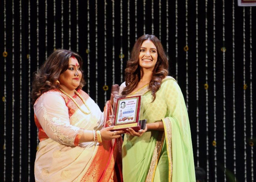 'চ্যাম্প' ছবিতে দুরন্ত অভিনয়ের জন্য 'উত্তম কলারত্ন পুরস্কার' পেলেন প্রিয়াঙ্কা