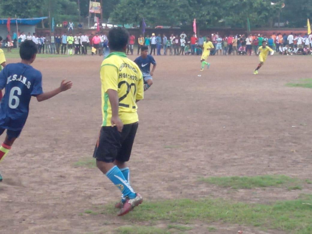 খড়্গপুরে ডেকোরেটর সমন্বয় সমিতির উদ্যোগে স্কুল ফুটবল