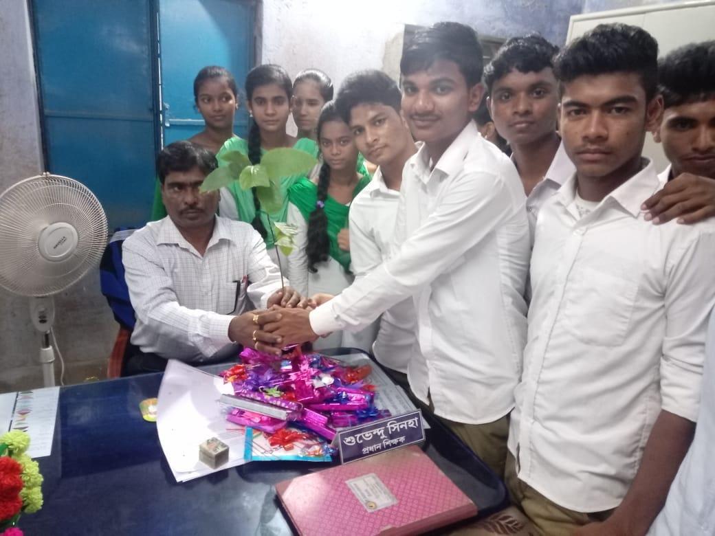 ভিন্নস্বাদে শিক্ষক দিবস পালন করলো মেদিনীপুরের এই স্কুল