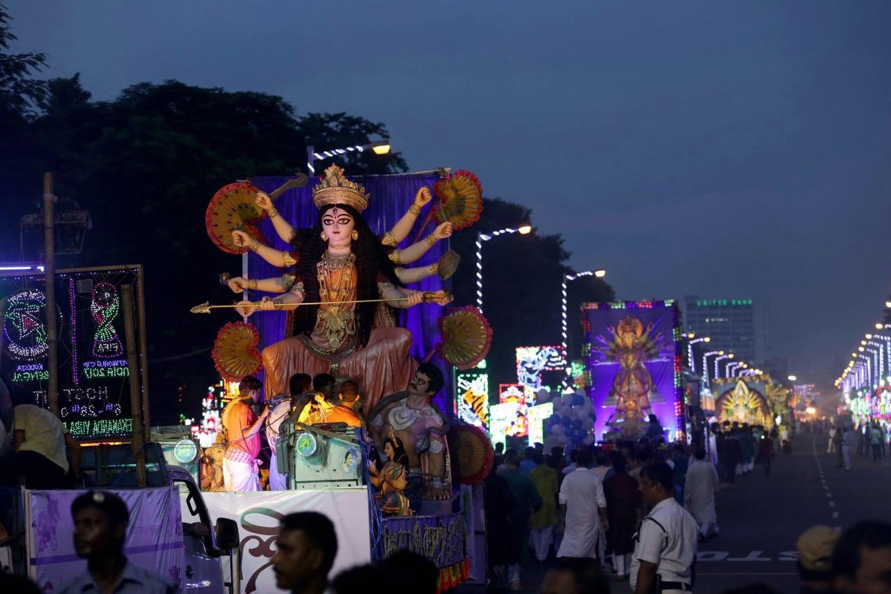 শহরের সেরা পুজোর শোভাযাত্রা দেখতে প্রস্তুত কলকাতা
