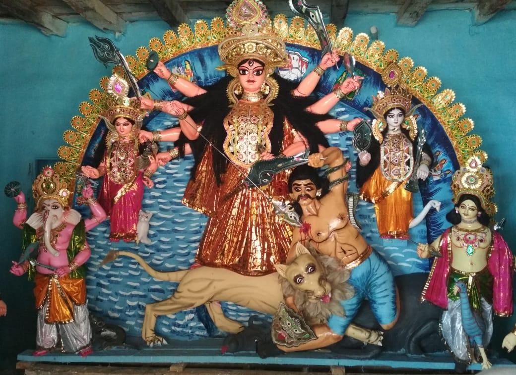 চন্দ্রকোনা রোডের কোলে বাড়ির পুজো