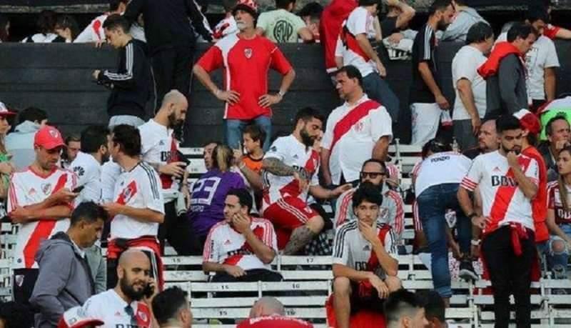 আর্জেন্টিনায় পুলিশের সামনে ফুটবলারদের ওপর হামলা