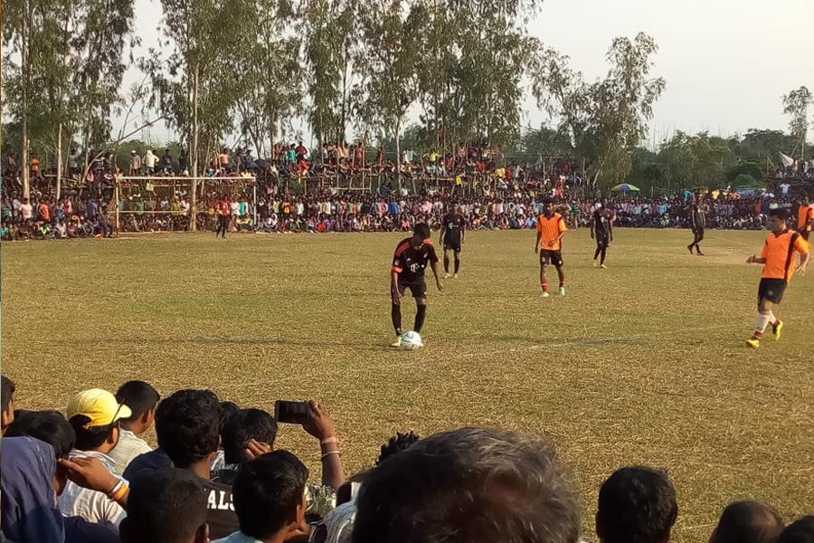 কেশপুরের আমনপুরে নক্ আউট ফুটবল