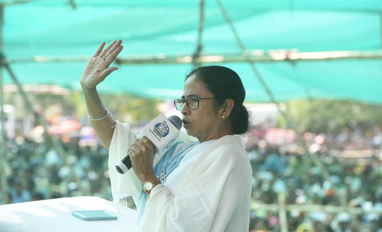 হারাতঙ্কে ভুগছে মোদী : মমতা