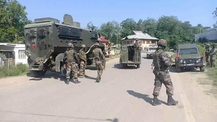 কাশ্মীরে অনন্তনাগে 'বন্দুকযুদ্ধে' আহত ৩ জওয়ান