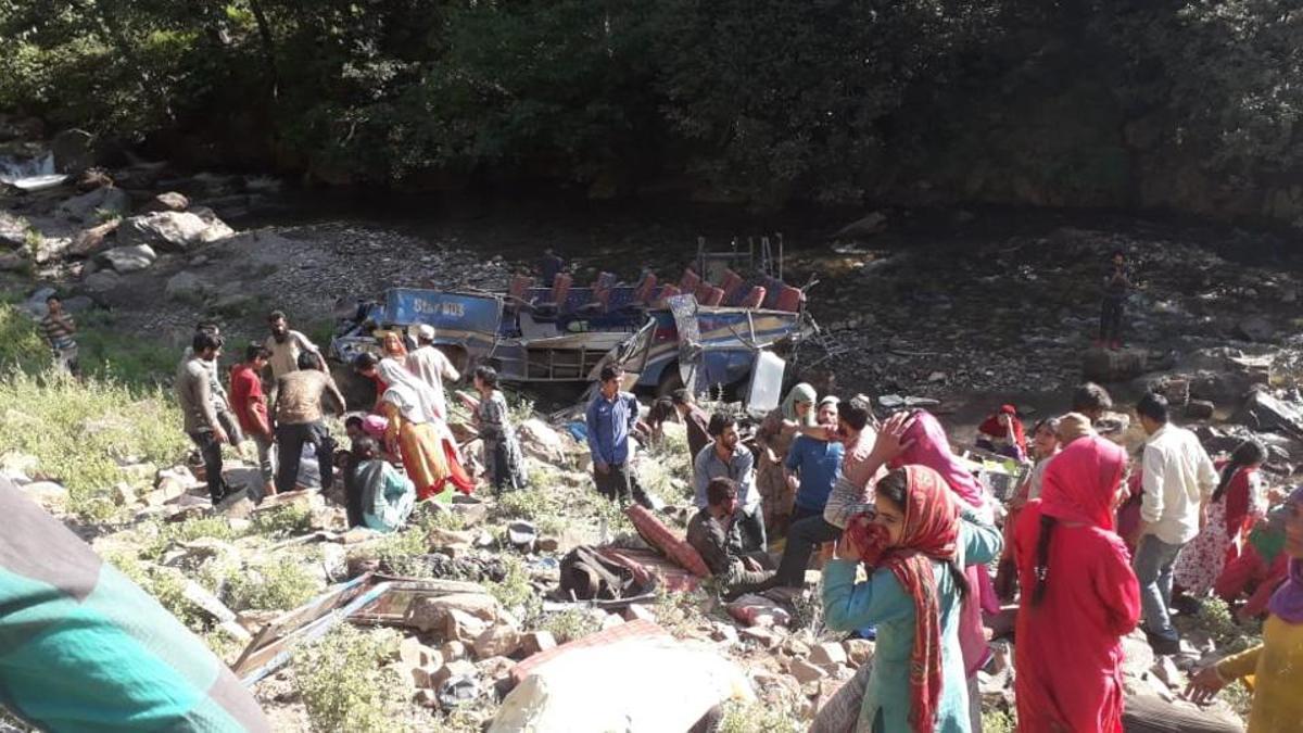 জম্মু-কাশ্মীরের কিশত্বারে যাত্রীবাহী বাস খাদে পড়ে নিহত ৩৫