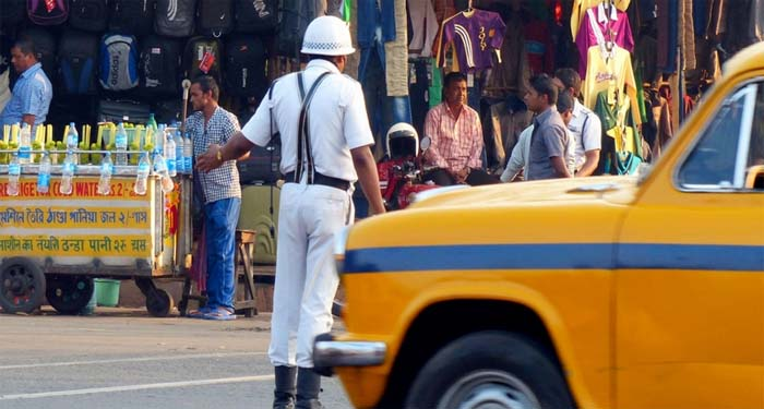 সড়ক নিরাপত্তা নিশ্চিত করতে কঠোর শাস্তির ব্যবস্থা নিচ্ছে কেন্দ্রীয় সরকার