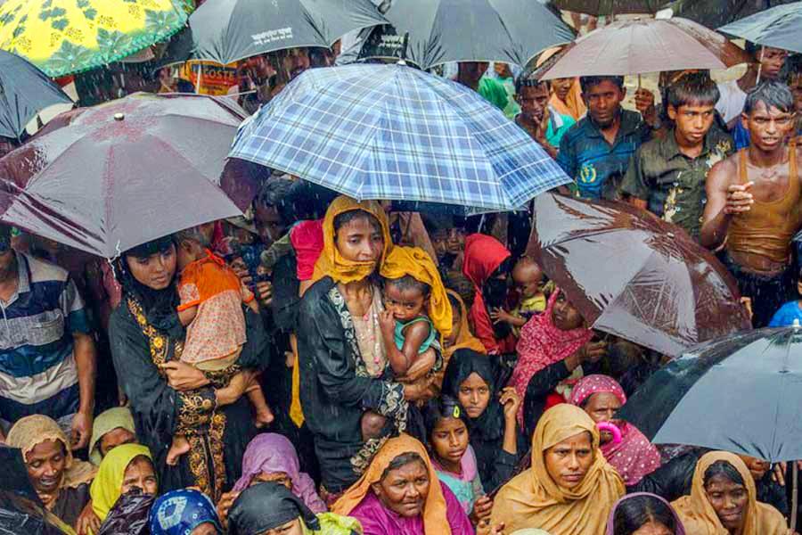 কক্সবাজারে প্রতিকূল আবহাওয়ার বিপর্যস্ত প্রায় ৫০০০ রোহিঙ্গা