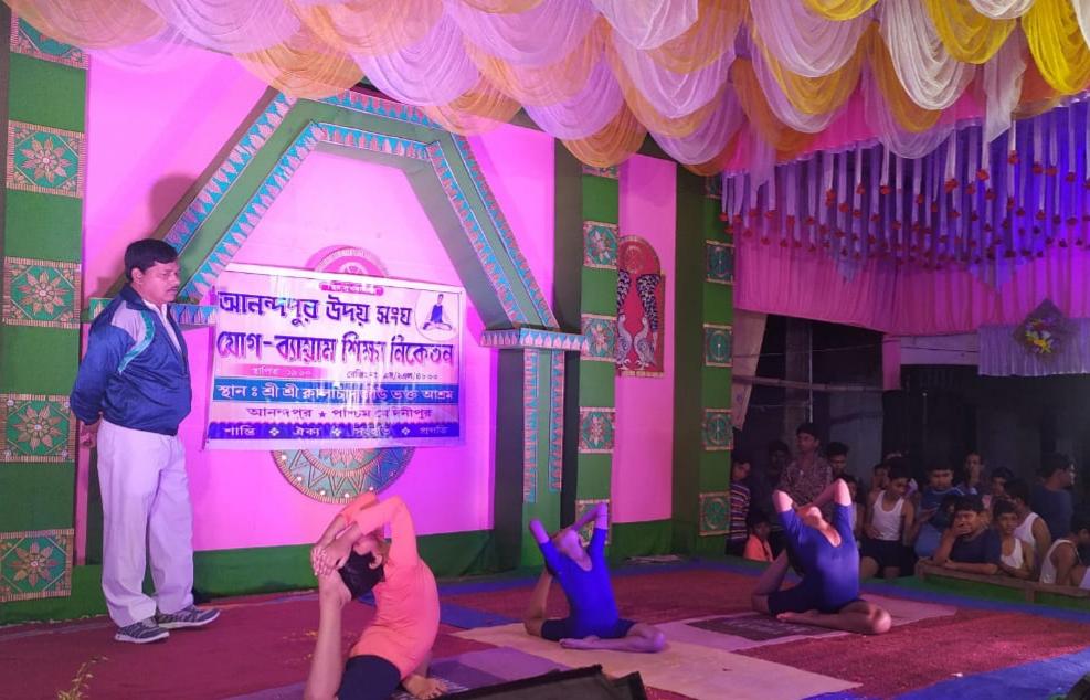 কেশপুর ব্লকের আনন্দপুরে কালাচাঁদ জিউর রাস উৎসব