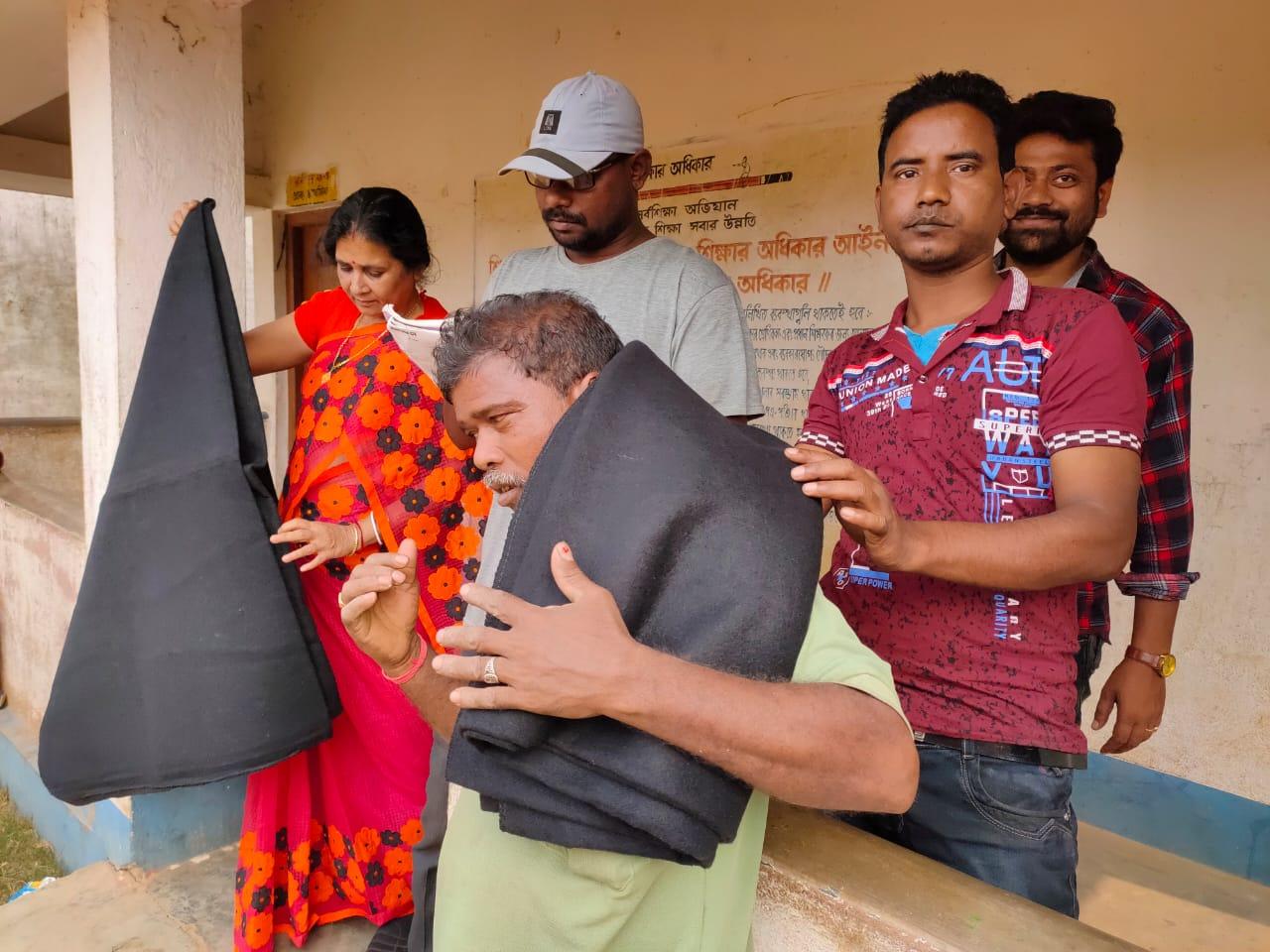 শালবনি ব্লকের পীরচক ও বুড়িশোল গ্রাম কিছু সহৃদয় মানুষের ভালবাসার স্পর্শে হয়ে উঠেছিল যেন এক মিলনক্ষেত্র