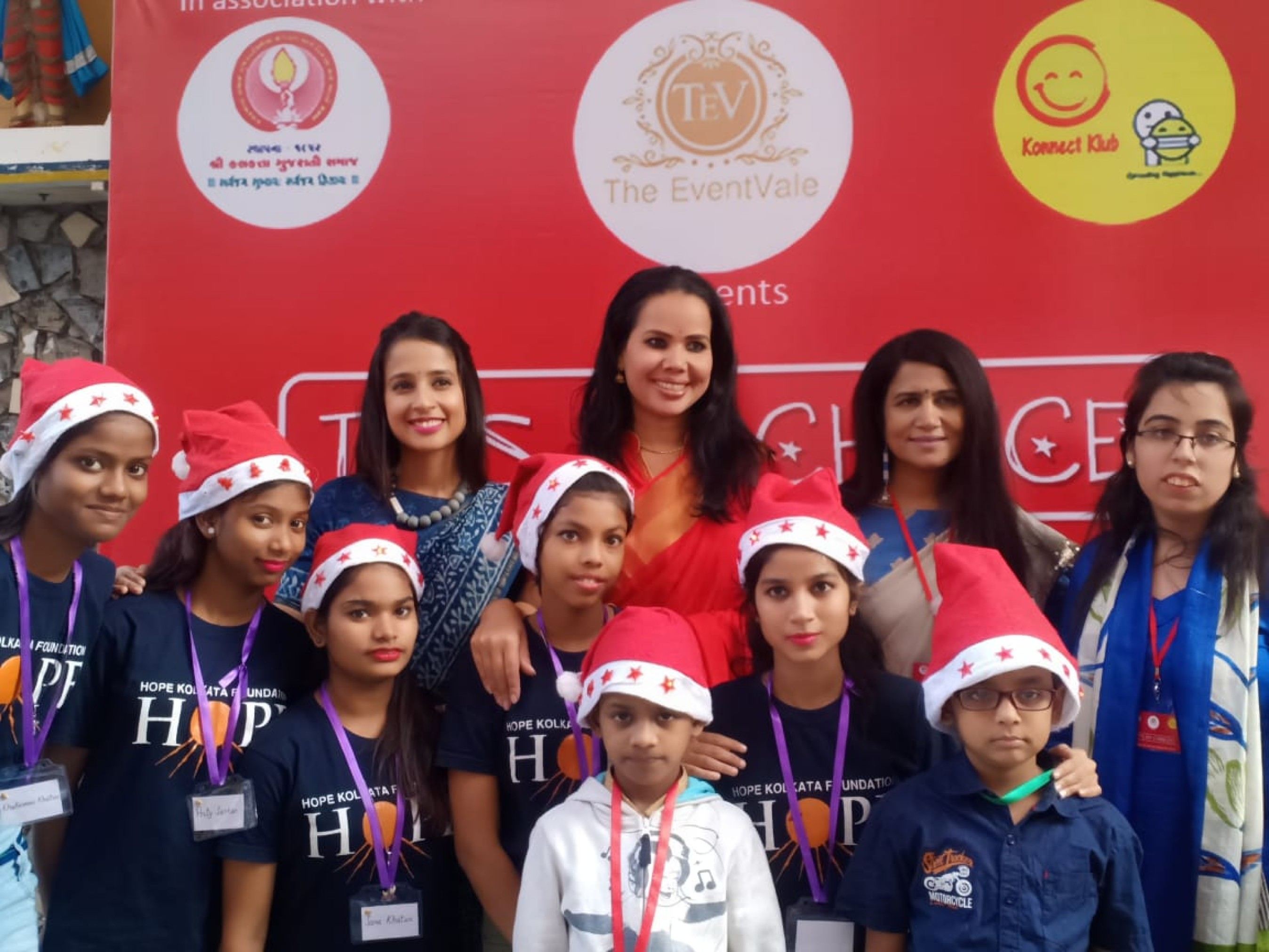 Anneysha Thakker organizes a Winter Workshop and celebrates Christmas with the underprivileged children