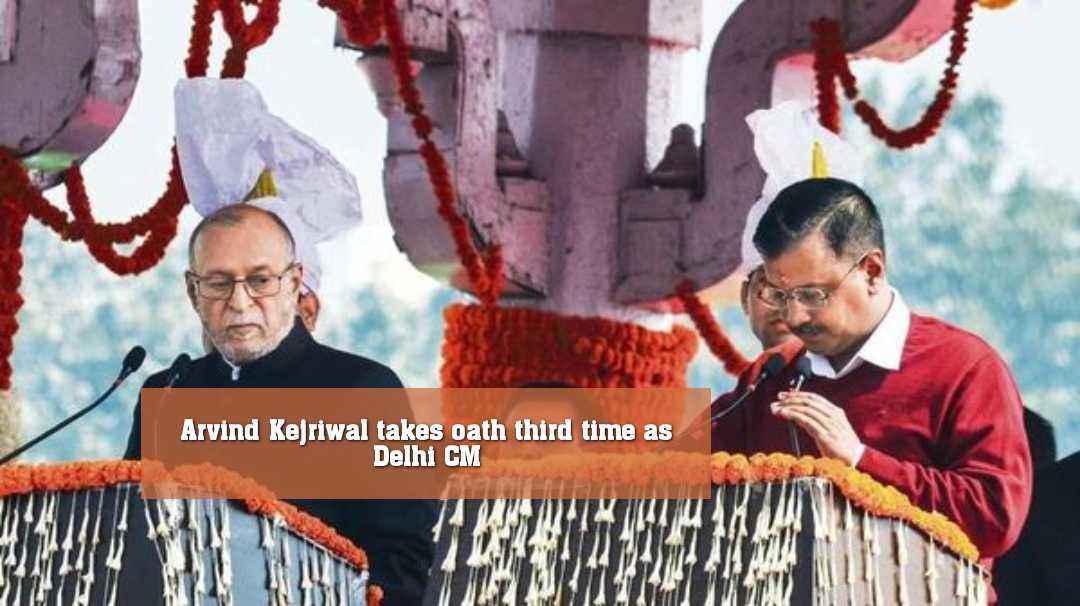 দিল্লির রামলীলা ময়দানে মুখ্যমন্ত্রী হিসেবে শপথ নিলেন অরবিন্দ কেজরিওয়াল