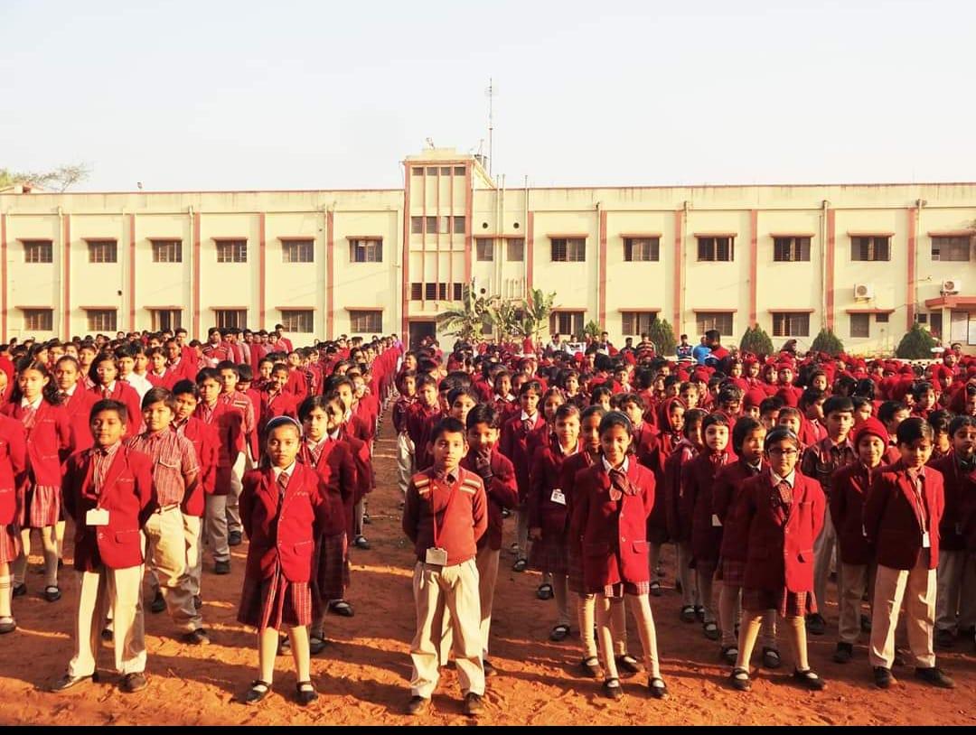 ই-টিচিং এর মাধ্যমে ছাত্র-ছাত্রীদের পাশে দাঁড়াচ্ছে মেদিনীপুরের ভি এ ভি পাবলিক স্কুল