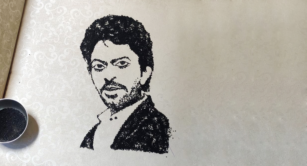কালো জিরে দিয়ে ছবি এঁকে ইরফানকে শ্রদ্ধা জানালেন শিল্পী শিক্ষক নরসিংহ দাস