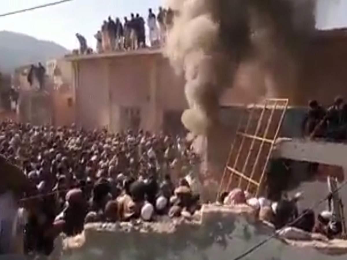 🇵🇰 পাকিস্তানে মুসলিমরা ভেঙ্গে ধ্বংস করে দিলো হিন্দু মন্দির