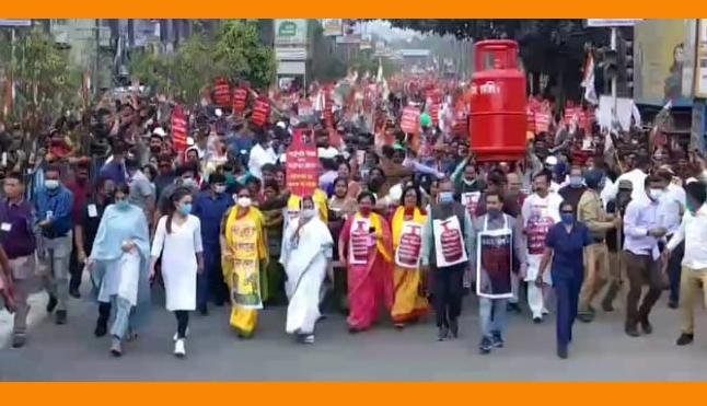 জ্বালানির মূল্যবৃদ্ধির প্রতিবাদে উত্তরবঙ্গে পদযাত্রায় মুখ্যমন্ত্রী