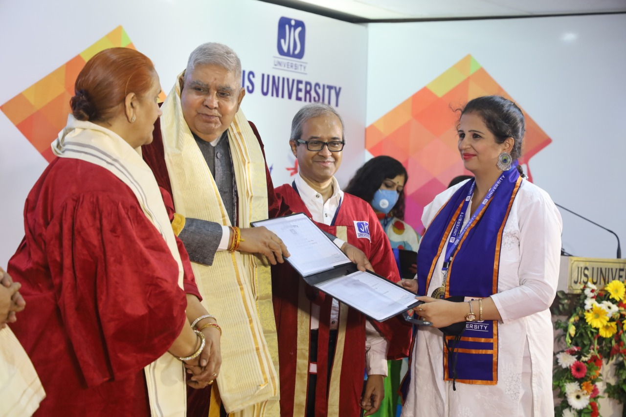 The Governor of West Bengal Shri Jagdeep Dhankar attends 1st Convocation of JIS University