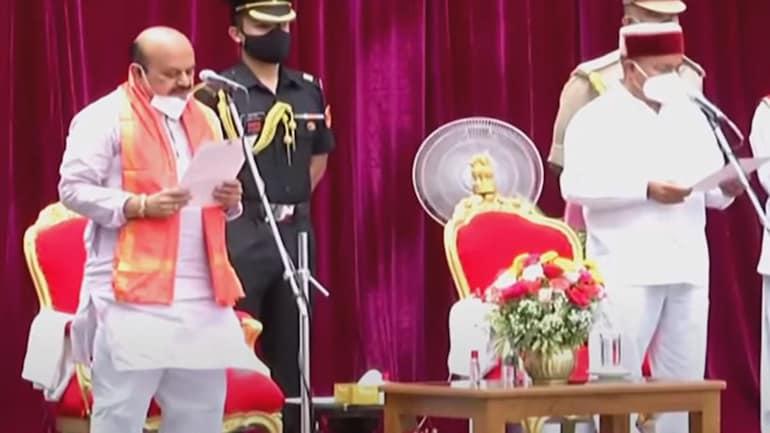 কর্ণাটকের নতুন মুখ্যমন্ত্রী হিসেবে শপথ নিলেন বাসাভারাজ বোম্মাই