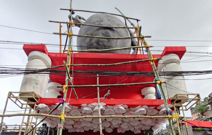 Youth Association Durga Puja shifted back to Mohammad Ali Park  with its theme Vaccination Wins Over Corona