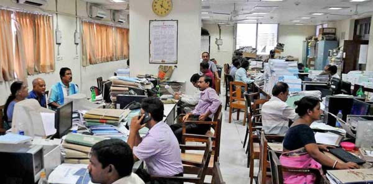 দুর্গাপুজোয় টানা ১৬ দিনের ছুটি পাচ্ছেন রাজ্য সরকারি কর্মচারীরা